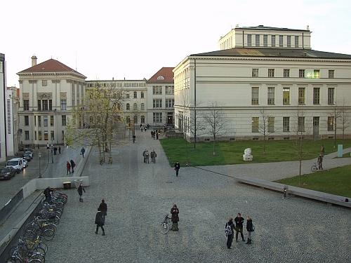 Unigebaeude am Universitaetsplatz in Halle Saale, Foto: Martin Schramme